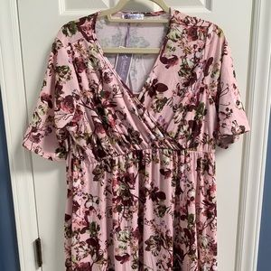 NWT BlueBelle Maternity Floral Dress size 12